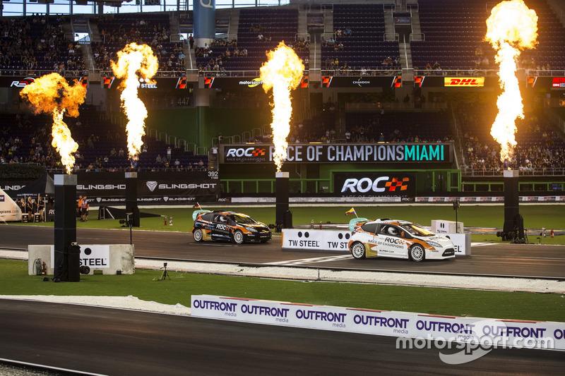 Juan Pablo Montoya, supera a Pascal Wehrlein, conduciendo el RX Supercar Lite