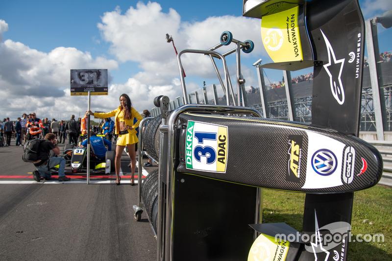 Грід-гьол Ландо Норріса, Carlin, Dallara F317 Volkswagen