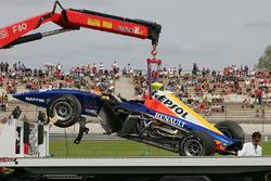 L'auto di Ernesto Viso, Racing Engineering, dopo l'incidente