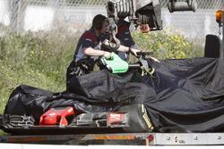 El Haas F1 Team VF-17 de Romain Grosjean vuelve al pit lane