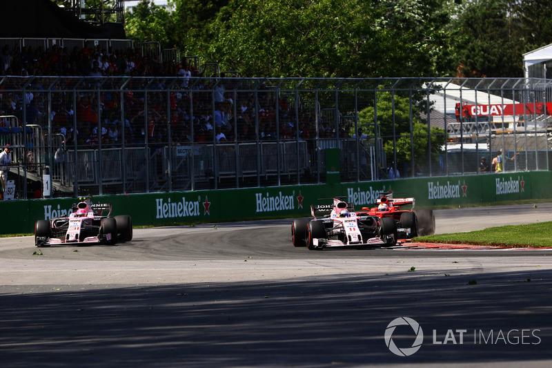 Феттель догнал обоих пилотов Force India и пытается их пройти.