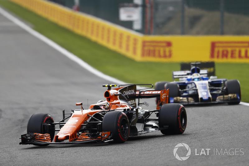 Stoffel Vandoorne, McLaren MCL32 en Marcus Ericsson, Sauber C36