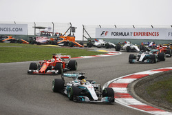 Lewis Hamilton, Mercedes AMG F1 W08; Sebastian Vettel, Ferrari SF70H; Valtteri Bottas, Mercedes AMG F1 W08; Kimi Räikkönen, Ferrari SF70H; Nico Hülkenberg, Renault Sport F1 Team RS17