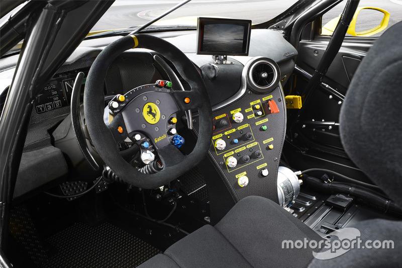 Cockpit des Ferrari 488 Challenge