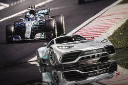 Шоукар Mercedes-AMG Project ONE та болід  Mercedes AMG F1 W08