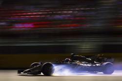 Romain Grosjean, Haas F1 Team VF-17 bloque un pneu