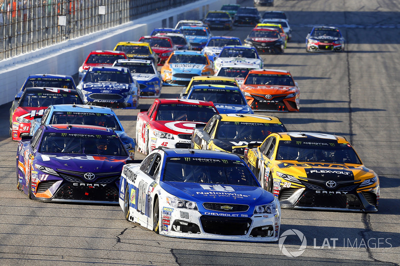 Dale Earnhardt Jr., Hendrick Motorsports Chevrolet, Matt Kenseth, Joe Gibbs Racing Toyota, Denny Hamlin, Joe Gibbs Racing Toyota