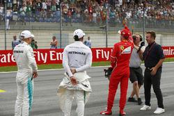 Ganador de la pole Valtteri Bottas, Mercedes AMG F1, segundo lugar Sebastian Vettel, Ferrari, tercer lugar Lewis Hamilton, Mercedes AMG F1