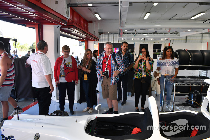 F1 Experiences 2-Seater car and garage guests