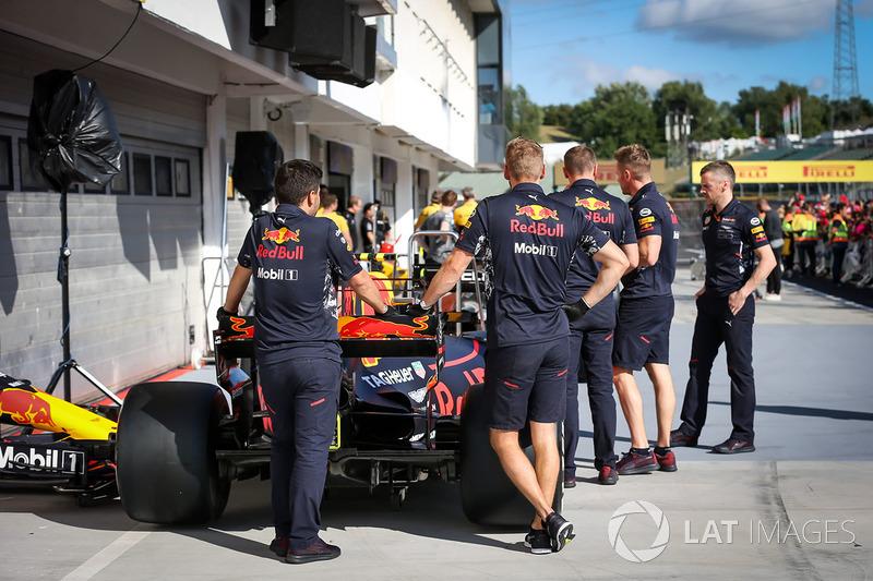 Механіки Red Bull Racing RB13