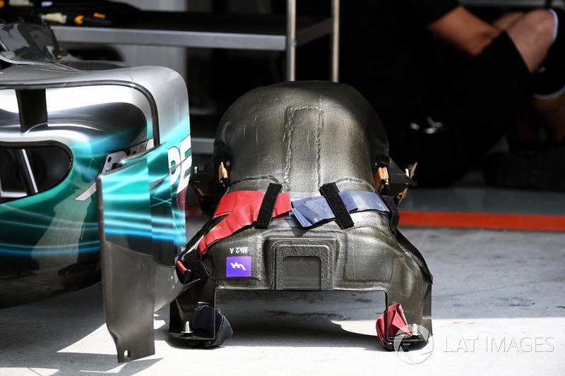 Mercedes-Benz F1 W08  seat