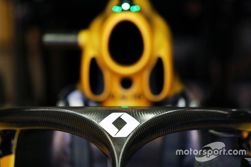 Renault Sport F1 RS16 с установленной системой Halo