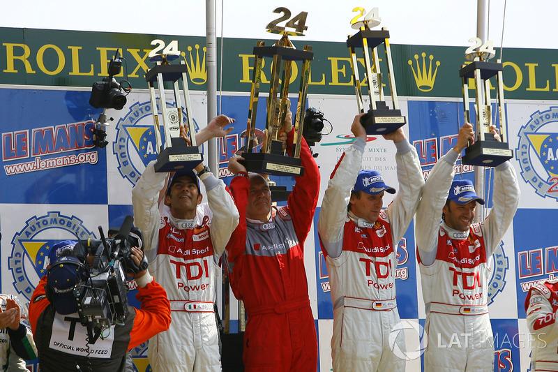 Podium : les vainqueurs Emanuele Pirro, Dr. Wolfgang Ulrich, directeur d'Audi Sport, Frank Biela et Marco Werner, Audi Sport Team Joest