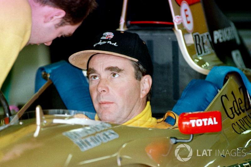 Найджел Менселл у кокпіті Jordan 196 Peugeot