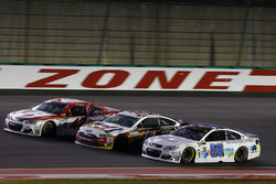 Dale Earnhardt Jr., Hendrick Motorsports Chevrolet, Clint Bowyer, Stewart-Haas Racing Ford, Kyle Lar
