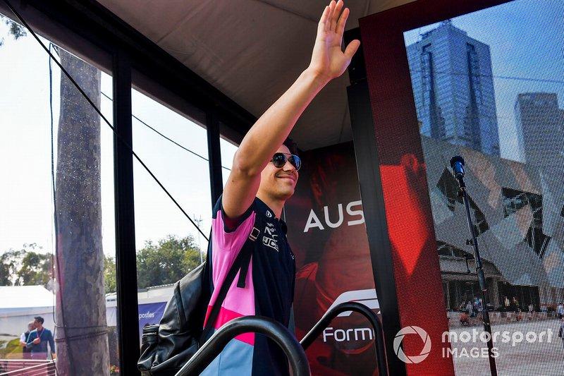Lance Stroll, Racing Point, saluta i tifosi