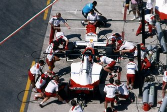 Alain Prost, McLaren MP4-5, pit stop