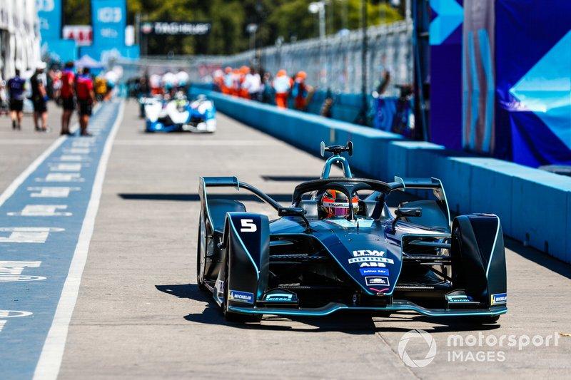 Stoffel Vandoorne, HWA Racelab, VFE-05, drives down the pit lane
