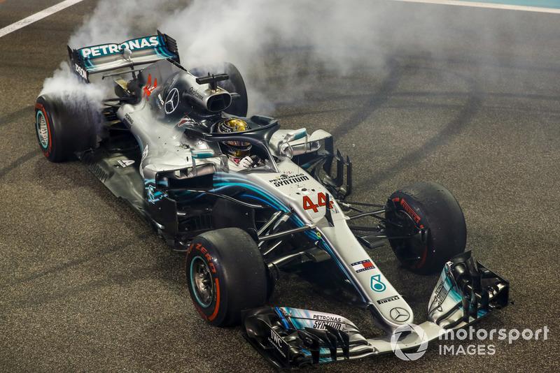 1. Lewis Hamilton, Mercedes (218 poin)