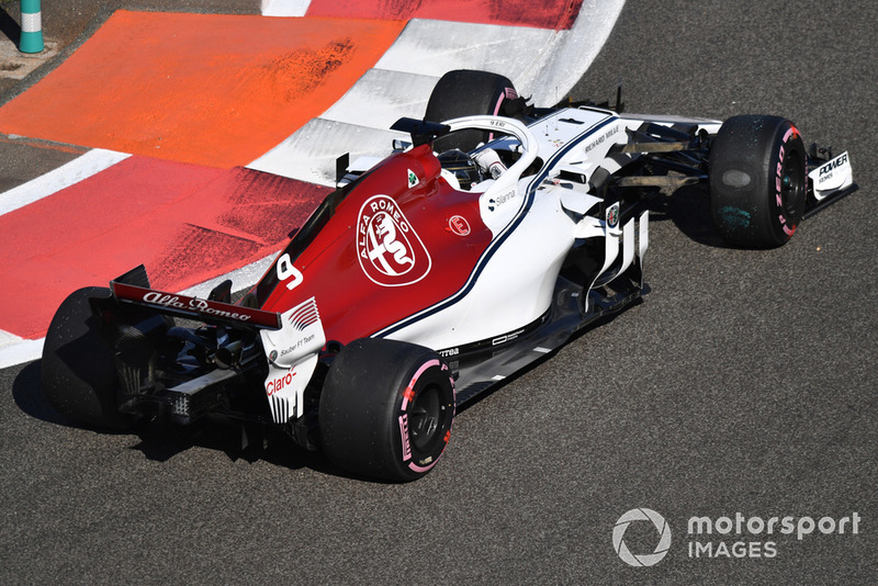 Marcus Ericsson, Sauber C37 with flat spot on tyre after spin in FP1