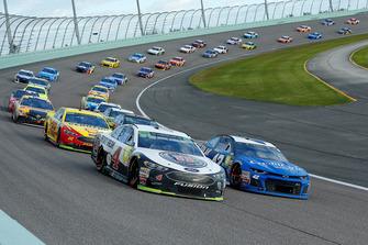 Kevin Harvick, Stewart-Haas Racing, Ford Fusion Jimmy John's and Kyle Larson, Chip Ganassi Racing, Chevrolet Camaro Credit One Bank/DC Solar