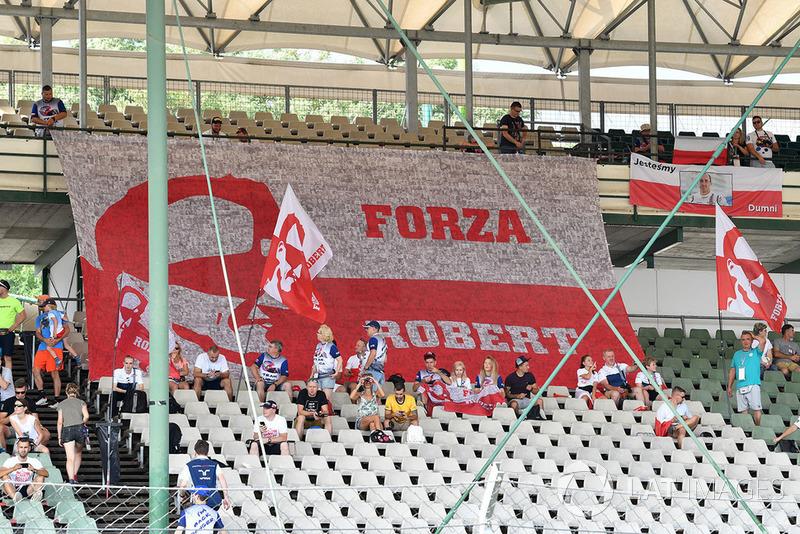 Fans dan spanduk Robert Kubica, Williams