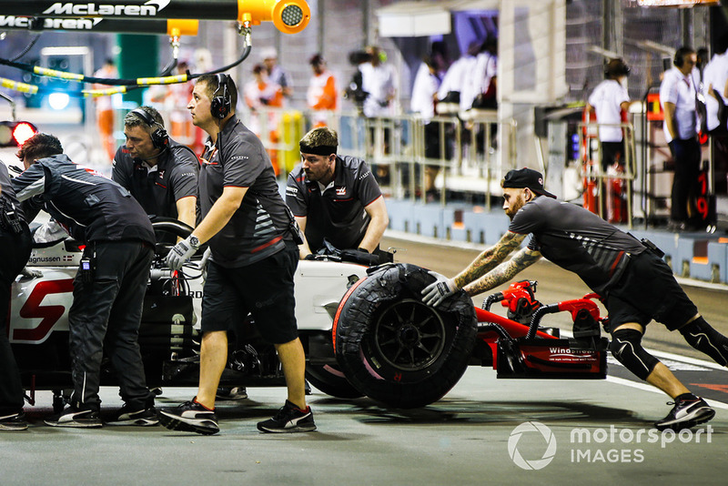 Romain Grosjean, Haas F1 Team VF-18, is returned to the garage