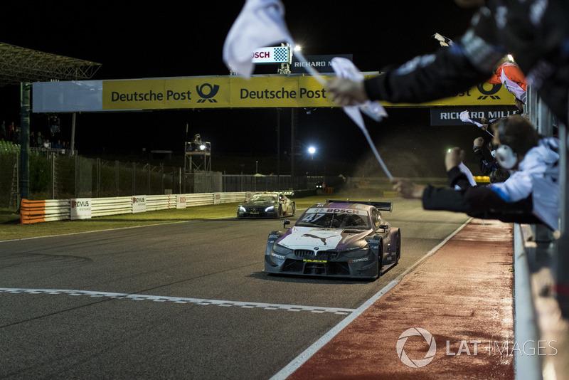 Bandera a cuadros para Joel Eriksson, BMW Team RBM, BMW M4 DTM