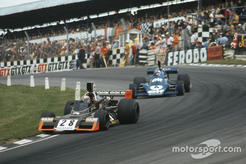 John Watson, Brabham-Ford BT42, devant Patrick Depailler, Tyrrell-Ford 007