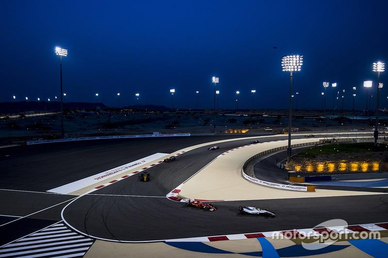 Felipe Massa, Williams FW40, Kimi Raikkonen, Ferrari SF70H, Nico Hulkenberg, Renault Sport F1 Team RS17