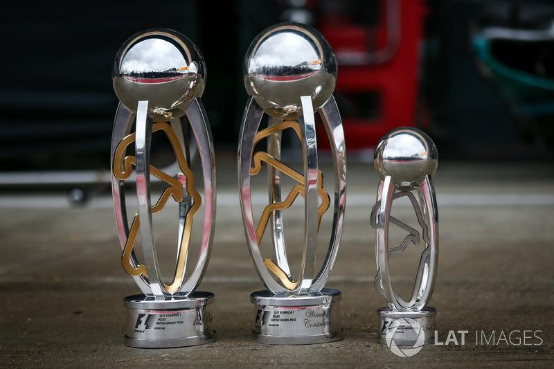 Pokale für Lewis Hamilton, Mercedes AMG F1