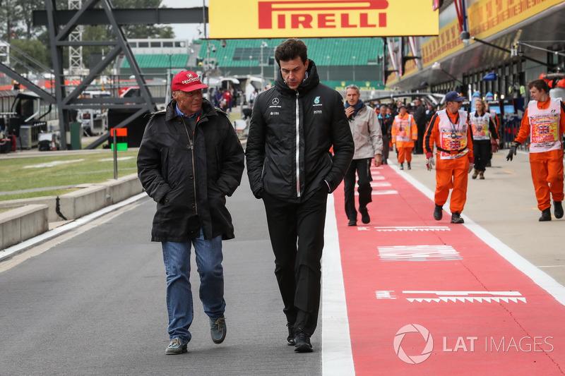Невиконавчий директор Mercedes AMG F1 Нікі Лауда, керівник Mercedes AMG F1 Тото Вольфф