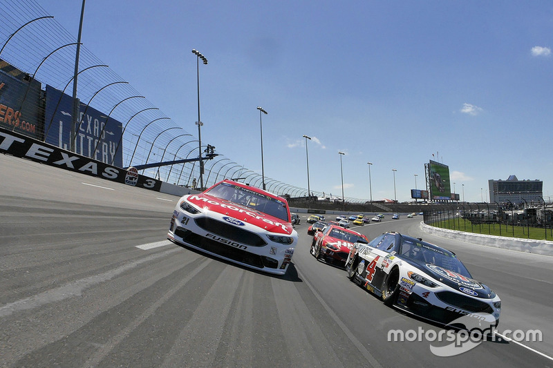 Pace-Laps: Ryan Blaney, Wood Brothers Racing, Ford; Kevin Harvick, Stewart-Haas Racing, Ford