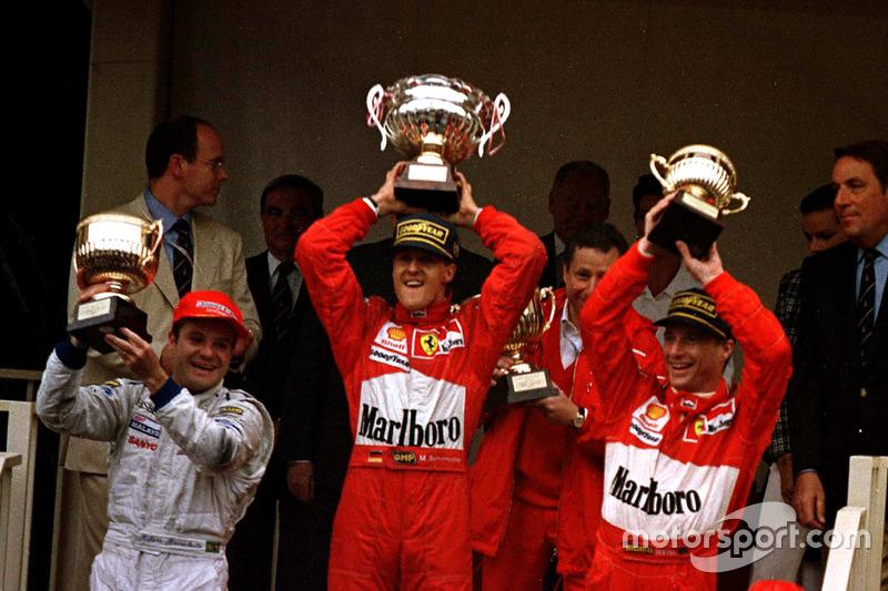 Podio: ganador de la carrera Michael Schumacher, Ferrari F310B; segundo lugar de Rubens Barrichello, Stewart SF1 Ford; tercer lugar Eddie Irvine, Ferrari F310B