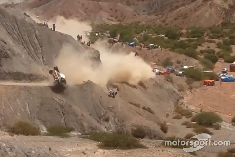 Choque de: #304 Team Peugeot Sport, Peugeot 3008 DKR: Carlos Sainz, Lucas Cruz