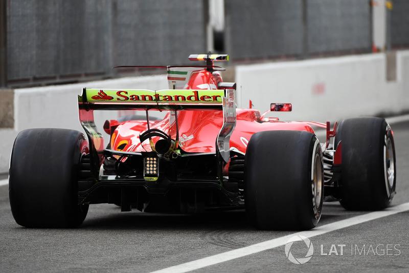 Kimi Raikkonen, Ferrari SF70H, aero paint on rear wing