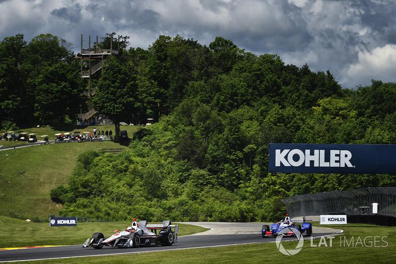 Helio Castroneves, Team Penske Chevrolet, Takuma Sato, Andretti Autosport Honda