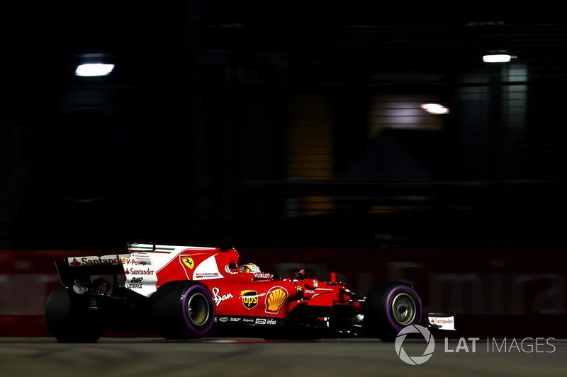 Mas Sebastian Vettel foi para a decisão com duas voltas voadoras. A última, o alemão cravou 1min39s491, conseguindo a 49ª pole da carreira.