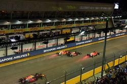 Start des Rennens: Sebastian Vettel, Ferrari SF70H, Max Verstappen, Red Bull Racing RB13, Kimi Raikkonen, Ferrari SF70H