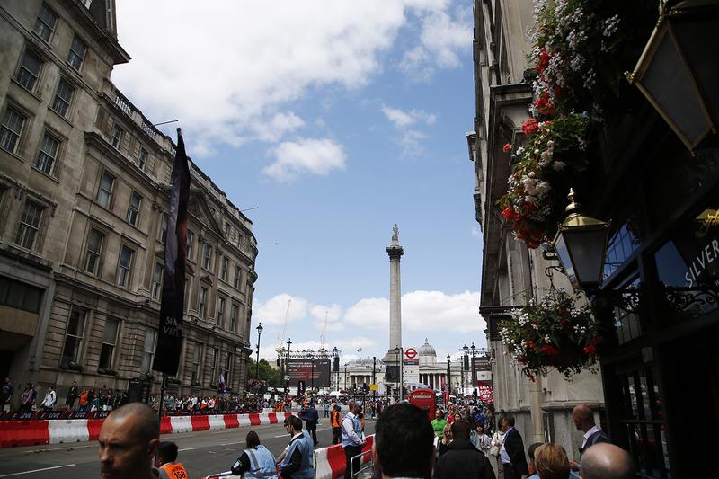 Persiapan F1 Live dari Whitehall hingga alun-alun Trafalgar