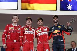 Riccardo Adami, ingegnere di pista Ferrari, Kimi Raikkonen, Ferrari, Sebastian Vettel, Ferrari e Daniel Ricciardo, Red Bull Racing