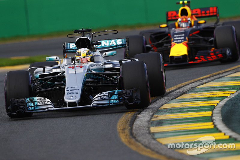 Lewis Hamilton, Mercedes AMG F1 W08 y Max Verstappen, Red Bull Racing RB13