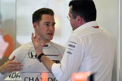 Stoffel Vandoorne, McLaren MCL32 and Eric Boullier, McLaren Racing Director