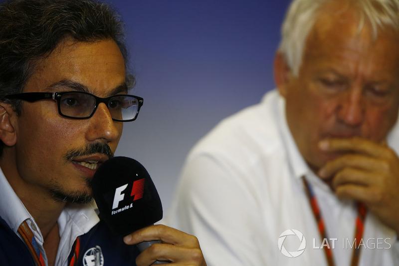 Заступник гоночного директора FIA Лоран Мекіс, гоночний директор FIA Чарлі Вайтінг