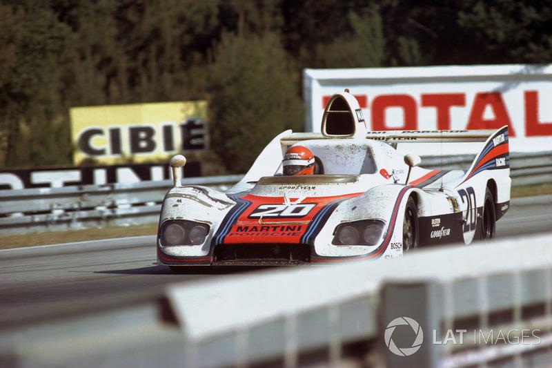 Экипаж Porsche 936 в составе Жаки Икса и Гейса ван Леннепа