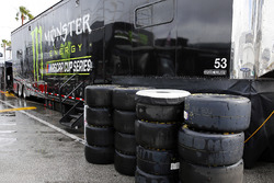 Transporter und Reifen im Regen: Monster Energy NASCAR Cup Series