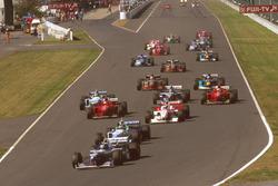 Start: Damon Hill, Williams FW18 Renault, führt