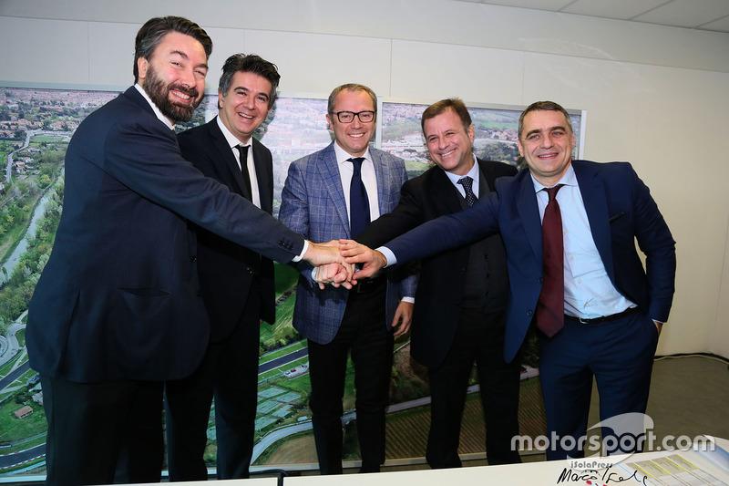 Стефано Доменікалі, генеральний директор компанії Automobili Lamborghini, Даніеле Манка, мер Імоли