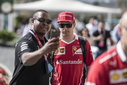 Kimi Raikkonen, Ferrari fans selfie