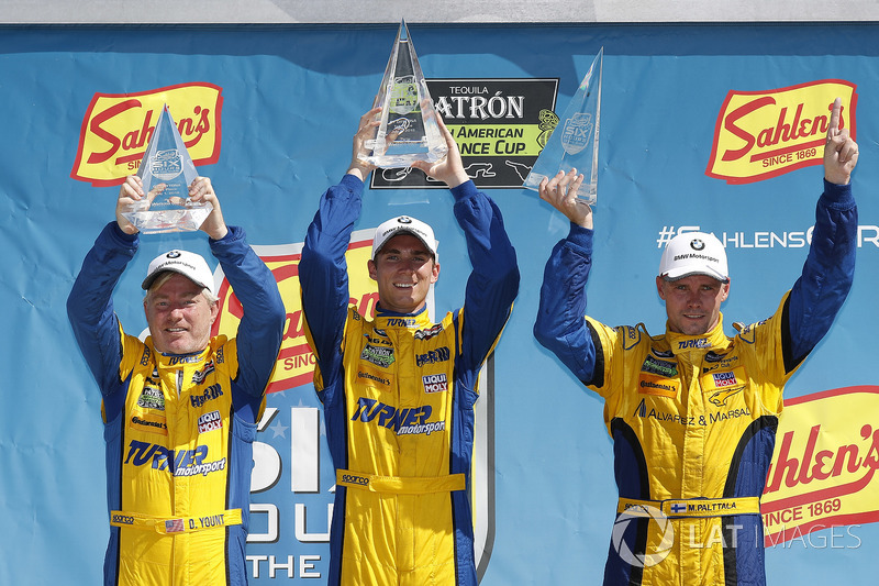 #96 Turner Motorsport BMW M6 GT3, GTD: Dillon Machavern, Bill Auberlen, Don Yount, podio
